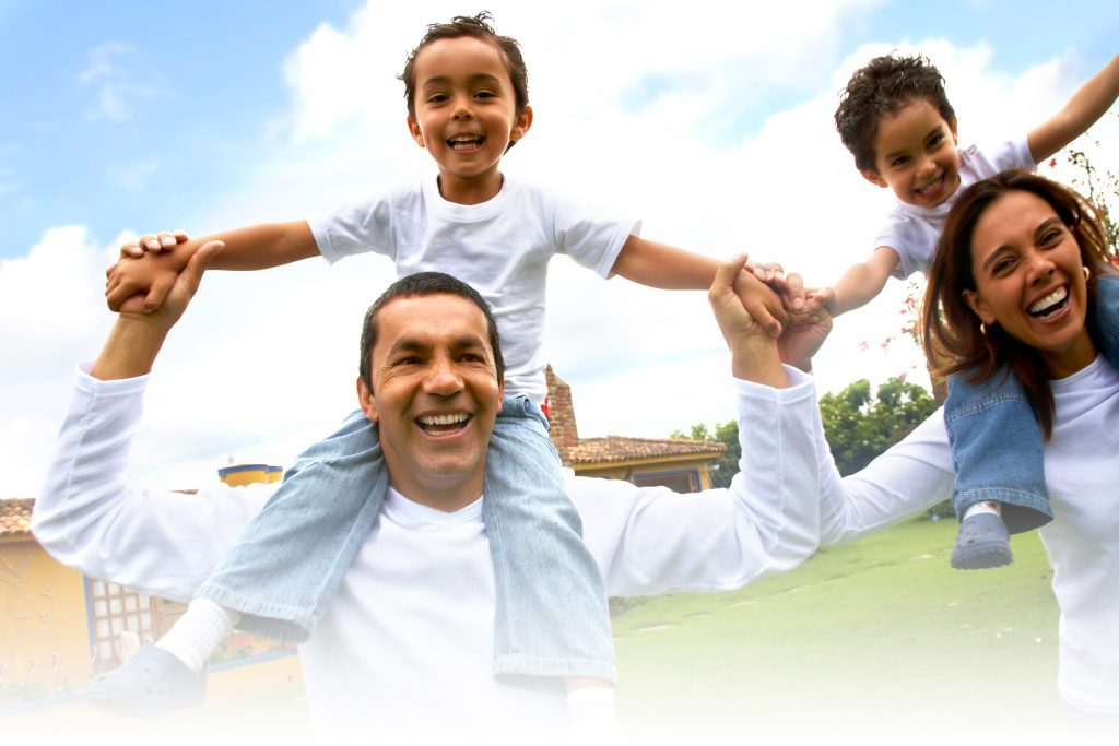latino-happy-family-2