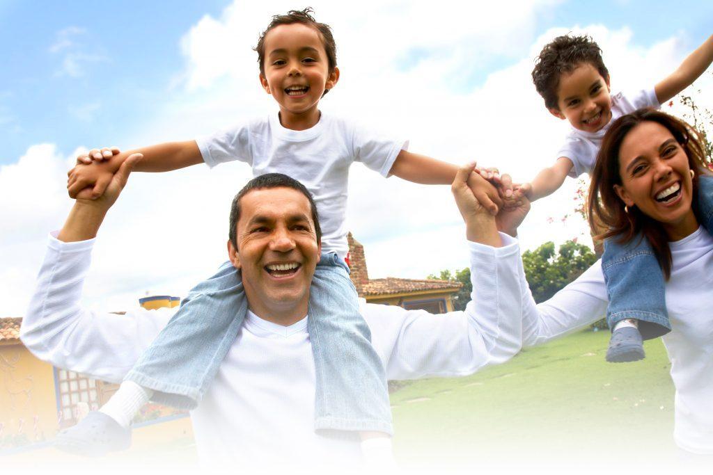 latino-happy-family-2